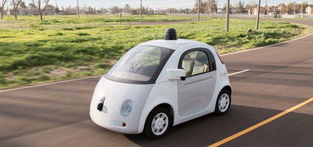 Hersteller wie Google machen mit Projekten wie dem selbstfahrenden Elektroauto Druck auf die Branche.