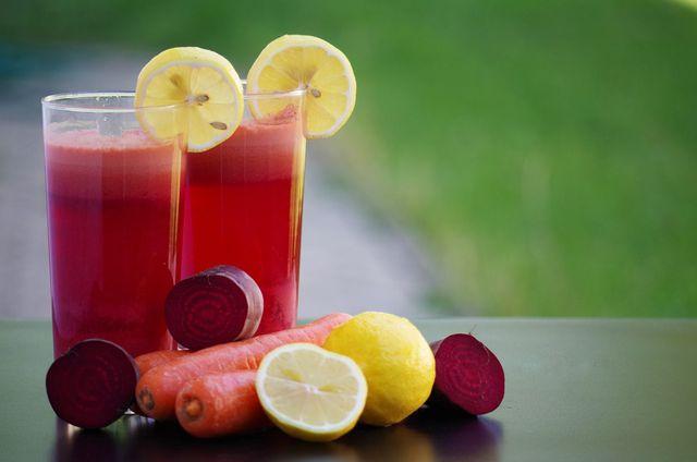 Mit dem stark konzentrierten Kochwasser der Roten Bete kannst du Getränken einen besonderen Geschmack verleihen.