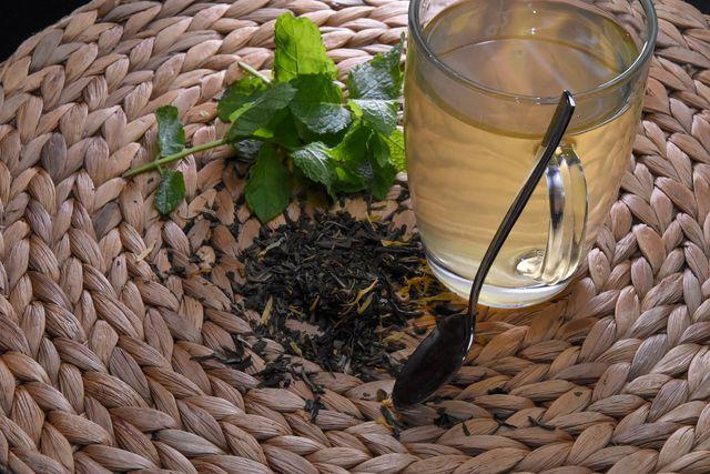 Pfefferminztee hilft bei Magenbeschwerden und Erkältungen.
