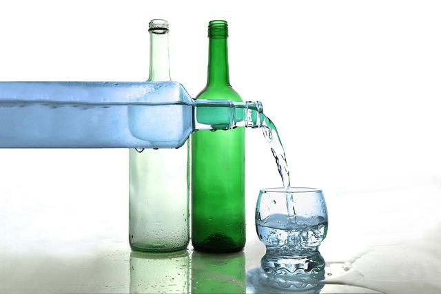 Wenn du zu viel trinkst, kann das einen Natriummangel auslösen.