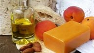 Mandelöl ist bestens zur Hautpflege geeignet.